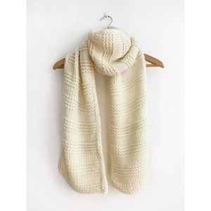 Old Navy Chunky Sweater-Knit Scarf Cream